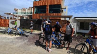 iguana-crossing-preparacion-turistas-bicicletas